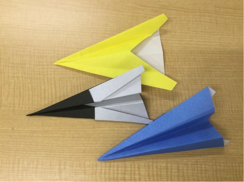 6@完成した紙飛行機の写真藤沢第2センター